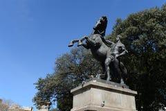 Rid- staty, skulptur av Luciano Osle, Plaça de Catalunya Barcelona Arkivfoto