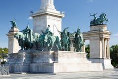 Rid- statyer av de ungerska hövdingarna i hjältar kvadrerar Royaltyfria Foton