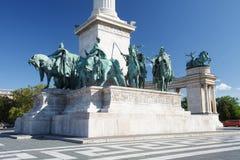 Rid- statyer av de ungerska hövdingarna i hjältar kvadrerar Fotografering för Bildbyråer