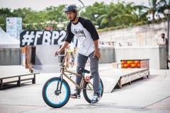 Rida cykeln Royaltyfri Fotografi