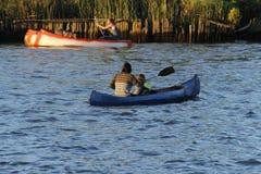 Rida för kanoter royaltyfri fotografi