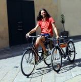 Rida hans cyklar Arkivbilder