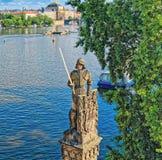 Riddare Brunswick - staty på Charles Bridge i Prague arkivfoton