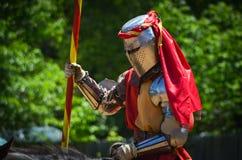 Riddare Jousting på renässansfestivalen Royaltyfri Bild