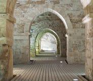 Riddare korridorer på den gammala staden av tunnlandet Arkivfoton