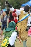 Riddare på den medeltida Fairen som Jousting Royaltyfri Foto