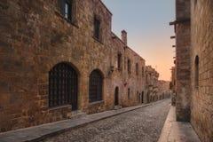 Riddare Street i morgonen Rhodes ö Grekland Arkivbild