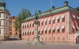 Riddarholmen海岛和比耶Jarl,斯德哥尔摩的创建者王子历史古铜色雕象  免版税库存图片