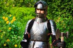 Ridder in glanzend pantser royalty-vrije stock afbeeldingen