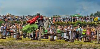 Ridder met lans op horseback Stock Foto's