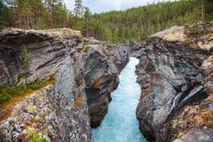 Riddersprangetravijn bij Sjoa-rivier Oppland Noorwegen Scandinavië stock afbeelding