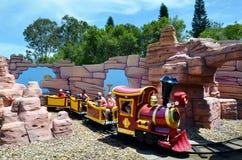 Rideable miniaturyzuje kolej pociąg w filmu złota Światowym wybrzeżu Austr Zdjęcie Royalty Free