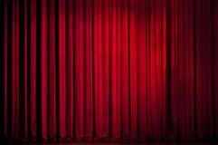 Rideau en rouge de théâtre Photo stock