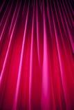 Rideau en théâtre avec l'éclairage dramatique image libre de droits