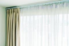Rideau et fenêtre image libre de droits