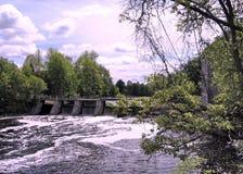 Rideau-Fluss Manotick-Verdammung im Mai 2008 stockbild