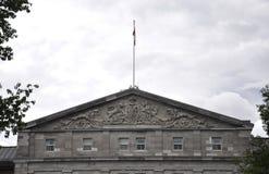 Rideau Hall che sviluppa i dettagli del timpano da Ottawa nel Canada fotografia stock libera da diritti