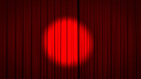 Rideau rouge en étape avec le projecteur Photo libre de droits