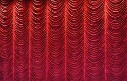Rideau rouge en étape Photos libres de droits