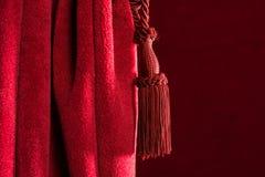Rideau rouge en théâtre image libre de droits