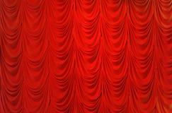 Rideau rouge en velours de crêpe photos stock