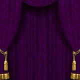 Rideau violet foncé avec des glands d'or Photographie stock libre de droits