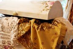 Rideaux avec des ornements? Images libres de droits