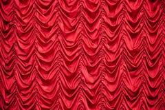 Rideaux drapés par rouge image libre de droits