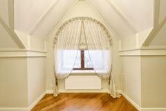 Rideaux en décoration de fenêtre Images stock