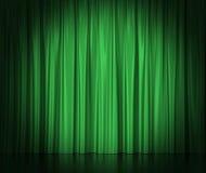 Rideaux en soie verts pour la lumière éclairée par des projecteurs de théâtre et de cinéma au centre illustration 3D Images libres de droits