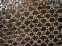 Rideaux tricotés sur la fenêtre Vue de profondeur focale Image libre de droits