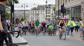 RideLondon som cyklar händelsen - London 2015 Arkivbild