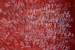 Riden ut röd målarfärg som olika diagram för abstrakt begrepp dras på av barn var den abstrakt borsten målad verklig slaglängdtex Arkivbild
