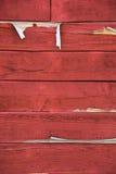 riden ut röd siding för ladugård Arkivfoto