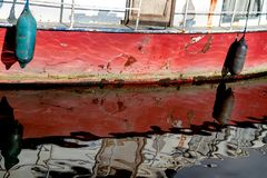 Riden ut röd skrov för skepp` s royaltyfri fotografi
