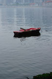 Riden ut roddbåt nära Yantai Kina Royaltyfri Foto