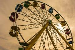 Rider Ferris Wheel múltiplo colorido retro Fotografia de Stock