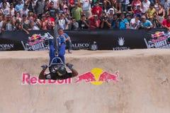 In Rider Flips esperto davanti alla folla Fotografia Stock