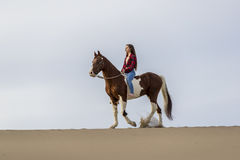 Rider And Her Horse féminin Image stock