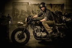 Rider and his vintage style cafe-racer motorcycle Royalty Free Stock Photos