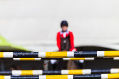 Rider Horse Focus Poles éloigné Photo stock