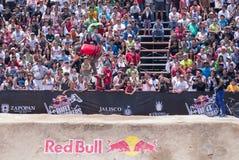 Rider Thrilling la folla Fotografie Stock Libere da Diritti