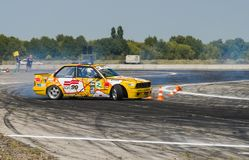 Rider Vladimir Palariev auf der Automarke BMW macht einen Fehler Lizenzfreie Stockfotos