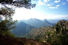 Ridge appuntito delle montagne Fotografie Stock