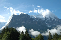 Ridge e Eiger alzano in nuvole Grindelwald vicino in Svizzera Immagini Stock Libere da Diritti