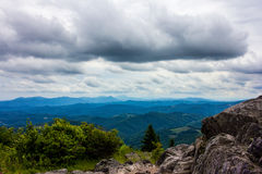 Ridge Mountain Cloudy Rock Mountain blu trascura Fotografie Stock Libere da Diritti