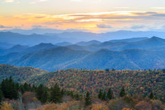 Ridge Mountains Autumn Landscape azul fotografía de archivo