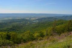 Ridge Mountains bleu en été Photos libres de droits