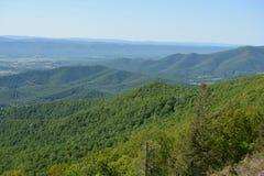 Ridge Mountains bleu en été Photographie stock libre de droits