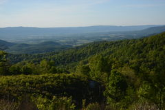 Ridge Mountains bleu en été images stock